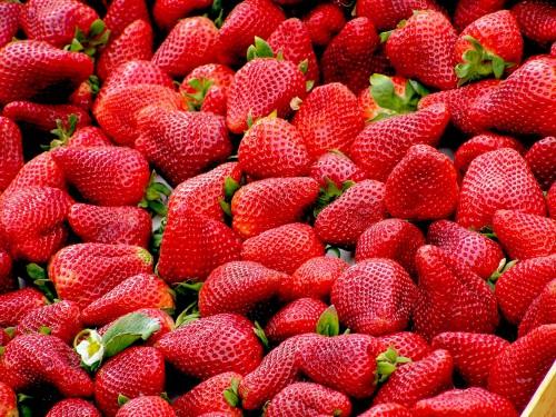 strawberries_red_fruit